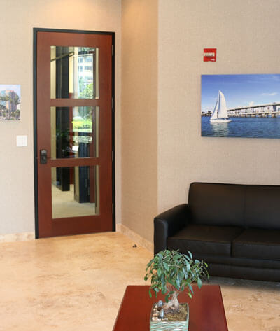 An image of the waiting area at the Law Offices of Steinberg Garellek in Boca Raton.